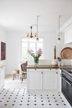 Kitchen Dinning Room, Home Decor Kitchen, Nordic Interior Design, Home Interior, Cottage Kitchens, Home Kitchens, Cosy House, Beautiful Kitchens, Home Decor Inspiration
