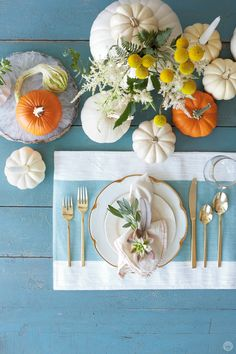 Friendsgiving ideas: Make it memorable and meaningful Pumpkin Centerpieces, Thanksgiving Table, Place Settings, Easy Diy Projects, Fall Crafts, Friendsgiving Ideas, Party Planning, How To Memorize Things, Table Decorations