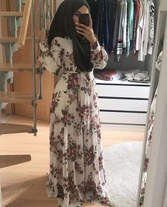 Pinterest:Zeynep❤️ Eid Outfits, Modest Outfits, Modest Fashion, Fashion Dresses, Muslim Women Fashion, Arab Fashion, Street Hijab Fashion, Hijab Fashion Summer, Hijab Evening Dress