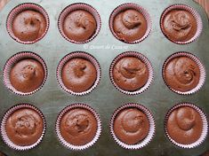 Briose cu ciocolata - Desert De Casa - Maria Popa Muffin Tins, Food Cakes, Dessert Bars, Cookie Recipes, Biscuits, Cheesecake, Food And Drink, Cupcakes, Sweets