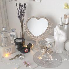 Gray Aesthetic, Aesthetic Room Decor, Makeup Aesthetic, Flower Aesthetic, Kpop Aesthetic, Room Ideas Bedroom, Bedroom Decor, Pastel Room, Minimalist Room