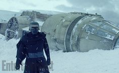 EW has released EXCLUSIVE photos from Star Wars: The Force Awakens deleted scenes. FOLLOW us on Facebook FOLLOW us on Twitter SUBSCRIBE to [...] SEE MORE HERE: http://starwarsreporter.com/2016/03/23/exclusive-first-look-force-awakens-deleted-scenes-ew/