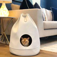 District 70 kattenhuis Casa. Verkrijgbaar in 4 verschillende kleuren. Staat geweldig in je interieur. Vanaf € 29,95. www.dierenspeciaalzaak-online.nl #kat #katten #kitten #kattenhuis #catbed #cat #cats #district70