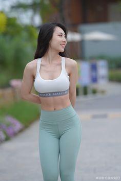 Pretty Korean Girls, Sexy Asian Girls, Womens Workout Outfits, Sporty Outfits, Chico Fitness, Yoga Pants Girls, Beautiful Asian Women, Beautiful Eyes, China Girl