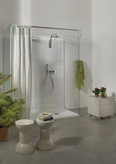Dusche mit  Kopfbrause in chrom von Flaminia, Typ Plate mit Glaswand