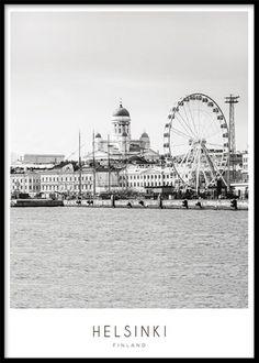 Helsinki, poster. Tavla med Helsinki, Helsingfors. Vackert foto av denna ljuvliga stad, passar riktigt bra i en svart nätt ram som du enkelt köper till.   Du kan kombinera flera tavlor i olika storlekar så har du en snygg och trendig tavelvägg. Fler motiv med kartor och städer hittar du i kategorin med samma namn.
