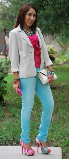 Great outfit and love the colors!