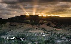 Cuando regresábamos de Guadalupe Xonoxtle 2012, ya casi a oscuras y desde un auto en movimiento, pero con la…... Encuentra mas fotos en FotoPex.com