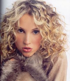 Medium Curly Hairstyles - These 30 Styles Are The Hottest haircut styles for medium length curly hai Permed Hair Medium Length, Perms For Medium Hair, Short Permed Hair, Haircuts For Curly Hair, Medium Curly, Curly Hair Cuts, Permed Hairstyles, Medium Hair Cuts, Medium Hair Styles