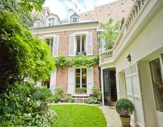 For sale: Five bedroom townhouse in the 16th arrondissement