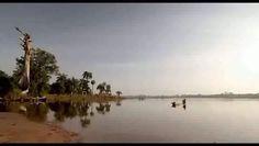 Combatir la pobreza. Binta y la gran idea es uno de los cinco cortometrajes que corresponden a la película En el mundo a cada rato, 2007, producida por Tus ojos, en la que cinco directores muestran su visión sobre distintas realidades que afectan a la infancia y por las que UNICEF trabaja en todo el mundo.