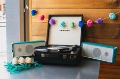 CROSLEY  . . #Easter #crosley #crosleyturntable #vintage #retro #modern #decor #vinylrecords #vinyladdict #vinyljunkie #vinyl #indie #nowspinning #recordplayer #music#retrospective #homedecor #westelm #christmas #foggyday #records_feature #classic#djs #pde#christmas #summer #palermo#weareopen#vinylshop