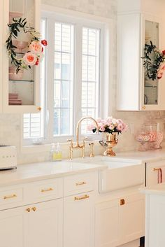 Pink Kitchen Ideas That Will Inspire You To Design- 2020 coloredbikinis. com Small Kitchen Remodel coloredbikinis Design Ideas Inspire Kitchen pink Cozinha Shabby Chic, Shabby Chic Kitchen, Home Decor Kitchen, New Kitchen, Home Kitchens, Kitchen Ideas, Kitchen Counters, 10x10 Kitchen, Soapstone Kitchen