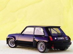 I've always loved this French hot-rod! Renault 5 Turbo Gotta' love fender flares, wide tires and a roll-bar! Retro Cars, Vintage Cars, Antique Cars, Bugatti, Alfa Romeo, Volkswagen Beetle, Automobile, Gt Turbo, Fender Flares