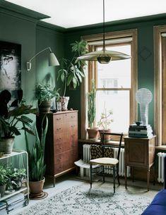 25 Ideas for plants indoor apartment design green Green Rooms, Elle Decor, Green Walls Living Room, Dark Green Living Room, Dark Green Rooms, Interior Design, House Interior, Room Decor, Elle Decor Living Room