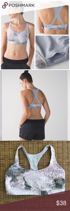Lululemon 50 rep bra, 10 🍋color :Sugar Crush Multi / Silver Fox 🍋 Cottony-soft, sweat-wicking fabric and a racerback cut fit like a second skin so we stay supported from our first rep to our final stretch. 🍋cottony-soft Luon® fabric is engineered for serious stretch and recovery🍋Luon fabric is sweat-wicking and four-way stretch 🍋added LYCRA® fibre moves with you and stays in great shape🍋Mesh racerback allows for full range of movement and breathability 🍋bra is in excellent like new…