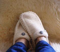 All Seasons Slippers -Knitting Pattern. All Seasons Slippers Knitting Pattern. Knitted Mittens Pattern, Knitted Slippers, Knit Mittens, Knitting Socks, Baby Knitting, Knitting Needles, Knitting Patterns, Crochet Patterns, Crochet Motifs