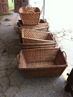 Great old french baskets. I love me some wicker. French Baskets, Old Baskets, Wicker Baskets, Rattan, Bountiful Baskets, Painted Baskets, Basket Tray, World Crafts, Antique Market