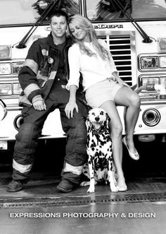 I'd like to do this with Smokie ❤️ Firefighter Engagement Photos, Firefighter Pictures, Engagement Couple, Engagement Pictures, Firefighter Boyfriend, Firefighter Love, Firefighters Girlfriend, Fireman Wedding, Firefighter Wedding
