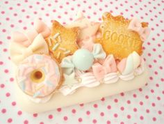Pastel deco with realistic cookies