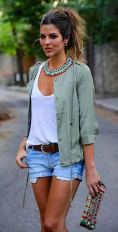 This combo of a grey anorak and light blue destroyed denim shorts is a safe bet for an effortlessly cool look.
