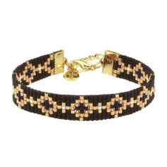 This bracelet has a lovely pattern of black and gold, silver or roségoudkleurige beads, rose gold with a small touch in Diy Bracelets And Anklets, Bead Loom Bracelets, Beaded Bracelet Patterns, Woven Bracelets, Beaded Earrings, Diy Jewelry, Beaded Jewelry, Jewelry Design, Jewelry Making