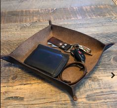 Handmade and saddle-stitched leather valet tray is made from black, brown, or veg tan (natural) leather, and are available with your choice of thread color. Natural Tan, Natural Leather, Leather Valet Tray, Stitching Leather, Handmade Leather, Keys, Great Gifts, Snacks, Wallet