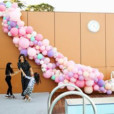 How to make a balloon arch (video!) & reader photos - The House That Lars Built The Lars Balloon Arch is far and away your favorite project of. Balloon Installation, Balloon Backdrop, Balloon Wall, Balloon Garland, The Balloon, Balloon Decorations, Old Shutters Decor, Balloon Pump, Balloon Flowers