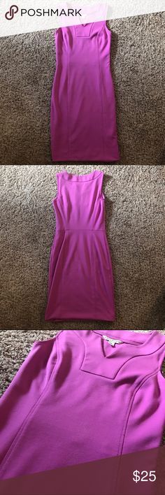 Banana Republic Dress • Size 0 🙋🏼Please Read: this is a mid thigh length dress, that isn't full hemmed so you're able to make it longer if desired. There is some piling on the stomach (see image 3) and one loose thread on the back of the left shoulder (see image 4) other than that amazing dress with a lot of life left to live. 🙅🏼No trades. 💁🏼 reasonable offers accepted 🤦🏼♀️ but please Dont Lowball Banana Republic Dresses Midi