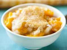 A peach cobbler made in your slow cooker with ONLY 5 ingredients!
