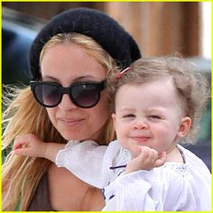 Beautiful picture of Nicole Ritchie and daughter Harlow Madden
