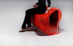 """El diseñador y artista koreano Jeon Kyung Ok a desarrollado su último proyecto de mobiliario. Se trata de la """"Revolving chair"""" o """"Silla gira..."""