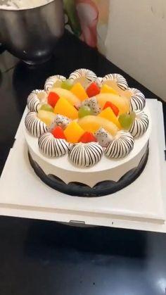 Cake Decorating Frosting, Cake Decorating Designs, Creative Cake Decorating, Birthday Cake Decorating, Cake Decorating Techniques, Cake Decorating Tutorials, Creative Cakes, Cake Designs, Decorating Ideas