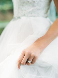 Engagement Rings 2017/ 2018   Elegant diamond ring: Photography: Luna de Mare Photography  lunademarephotogr.