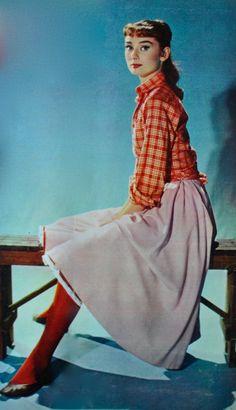 The great Audrey Hepburn Audrey Hepburn Pictures, Aubrey Hepburn, Audrey Hepburn Style, Audrey Hepburn Fashion, 1960s Fashion, Vintage Fashion, Old Hollywood, Hollywood Images, Hollywood Glamour