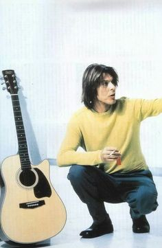 Bowie plays guitar