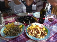 #seafood #winelovers Croatian Recipes, Seafood, Meat, Chicken, Sea Food, Buffalo Chicken, Cubs