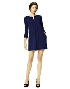 Wear our pretty jersey tunic Chloë in navy for a simple but chic look | EU199