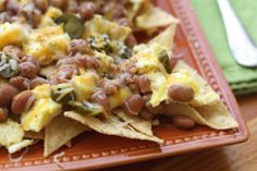 Hot pinto beans, green chile sauce, warm scrambled eggs, jalapenos and melted cheese are piled on top of a layer of crisp tortilla chips. Barefeet In The Kitchen: Breakfast Nachos Breakfast Beans, Breakfast Nachos, What's For Breakfast, Breakfast Dishes, Breakfast Recipes, Snack Recipes, Cooking Recipes, Mexican Breakfast, Savory Snacks