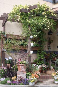 Enjoy outside! Pergolas and porches Garden Shop, Garden Cottage, Dream Garden, Garden Structures, Garden Paths, Backyard Sitting Areas, Gazebos, Natural Garden, Garden Styles