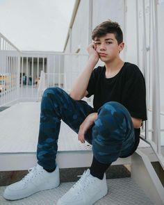 I want him so bad😭😭 Cute 13 Year Old Boys, Young Cute Boys, Cute Teenage Boys, Teen Boys, Trendy Boy Outfits, Boys Summer Outfits, Beautiful Boys, Pretty Boys, Bilal Hassani