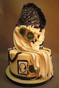 This cake has an example of the kind of profile photography were used. The lace and pearls represent the era quite well. Compared to today, people try to obtain the elegance that was naturally give back then. #APEUROVICTORIA