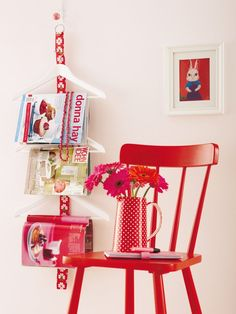 make this fabric hanger Funky Furniture, Painted Furniture, Home Board, Construction, Red Paint, Egg Decorating, Home Decor Inspiration, Retro, Interior Styling