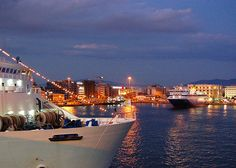 GREECE CHANNEL | Night falls on the Greek port of Pireaus