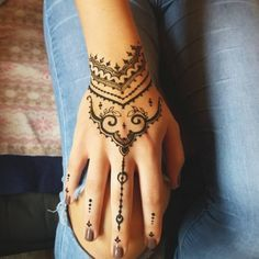 65 Festive Mehndi Designs – Celebrate Life and Love With Henna Tattoos Henna Tattoos, Simple Henna Tattoo, Dainty Tattoos, Finger Tattoos, Cool Henna Designs, Beginner Henna Designs, Beautiful Henna Designs, Best Mehndi Designs, Simple Tattoo With Meaning