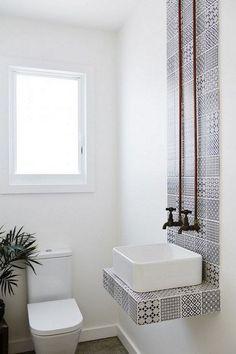 Amazing Restaurant Bathroom Ideas For Visitors To Feel Comfortable – Mobel Deko Ideen Restaurant Bad, Restaurant Bathroom, Minimalist Home Decor, Minimalist Bathroom, Bathroom Interior Design, Home Interior, Interior Designing, Interior Modern, Mold In Bathroom