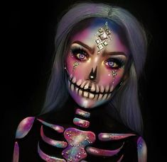 41 Most Jaw-Dropping Halloween Makeup Ideas That Are Still Pretty: Pretty Skull Makeup for Halloween / Click though to see more awe inspiring pretty Halloween makeup looks, gorgeous Halloween makeup and Halloween costumes. halloween makeup looks Makeup Clown, Makeup Fx, Sugar Skull Makeup, Makeup Ideas, Mummy Makeup, Doll Makeup, Sugar Skulls, Makeup Eyeshadow, Makeup Brushes