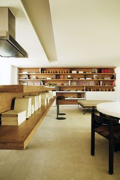 Studio Arthur Casas has completed a modern penthouse apartment overlooking the green hills and blue waters of Rio De Janeiro, Brazil. The Urca Penthouse Modern Interior Design, Interior Architecture, Interior And Exterior, Kitchen Bookshelf, Studio Arthur Casas, Bookshelves Built In, Bookcases, Building Bookshelves, Bookshelf Ideas