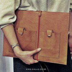 Red 가 안어울린다는 생각은 마 #쟐로 #GIALLO  제품명. Notebook Case  Leather :  Cow  Color : Tan Size : All kinds Availiable Making : Handmade  www.GIALLO.co.kr  Off-Line[#가로수길] 강남구 신사동 543-2  B1 01:00pm - 10:00pm (Holiday Off) T. 070. 5029 .0309  #가로수길매장가죽의모든것 #leather #leathercraft #leathergoods #handmade #handcraft #saddlestitch #Buttero #mac #bags #wallets #핸드메이드 #맥북케이스 #가죽 #맥북레티나 #키케이스 #맥북프로 #부테로 #style #macbook #trend #classy #jewelry #menswear #womenswear #fashion
