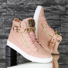 Sneakers: Luxury Sneakers with Gold Chain Pink - Shoes - : SALE! Sneakers: Luxury Sneakers with Gold Chain Pink - Shoes - Fancy Shoes, Pretty Shoes, Pink Shoes, Beautiful Shoes, Girls Shoes, Fashion Boots, Sneakers Fashion, Tomboy Fashion